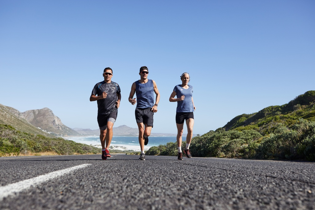 03_breitling-triathlon-squad-members-chris-mccormack-jan-frodeno-and-daniela-ryf-running-with-the-endurance-pro-left-to-right.jpg