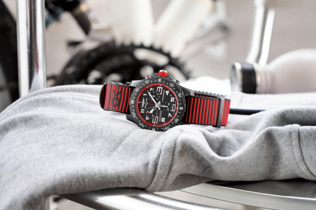 04_endurance-pro-with-a-red-inner-bezel-and-outerknown-econyl-yarn-nato-strap-1.jpg