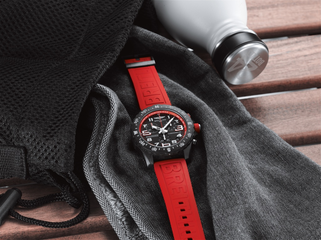 03_endurance-pro-with-a-red-inner-bezel-and-rubber-strap-1.jpg